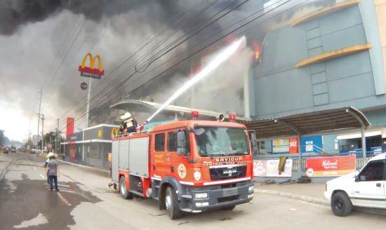 Унаслідок пожежі в торговельному центрі на Філіппінах загинули десятки людей