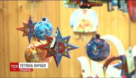 Колядки, смаколики та українські сувеніри: що можна знайти на різдвяних ярмарках різних країн