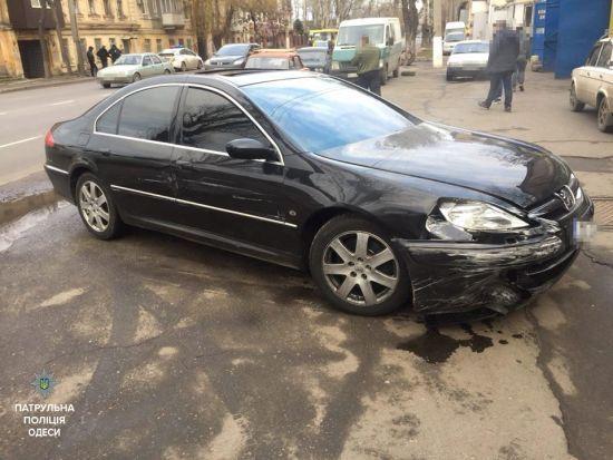 В Одесі п'яний водій намагався автівкою заїхати у супермаркет