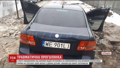 Под Киевом легковушка на еврономерах сбила женщину с двумя детьми