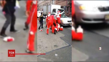 Санта-Клауси влаштували бійку у середмісті Нью-Йорка через поділ сфер впливу
