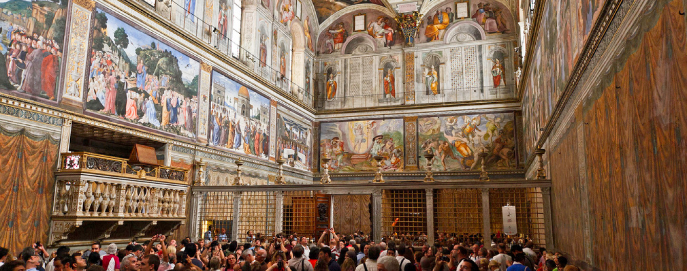 У Ватикані отримали таємне досьє про 40 священиків-геїв - Daily Mail