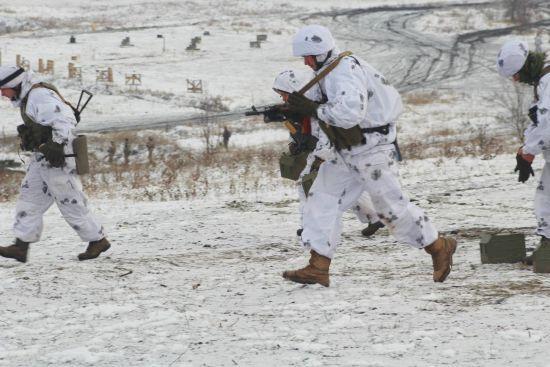 На Донбасі під час обстрілів бойовиків загинув український боєць. Хроніка АТО