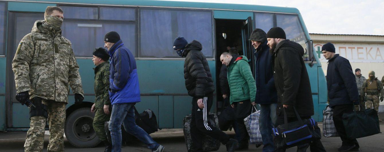 """""""Люди крутые, а государство..."""": освобожденные из ОРДЛО заложники пожаловались на проблемы в свободной Украине"""