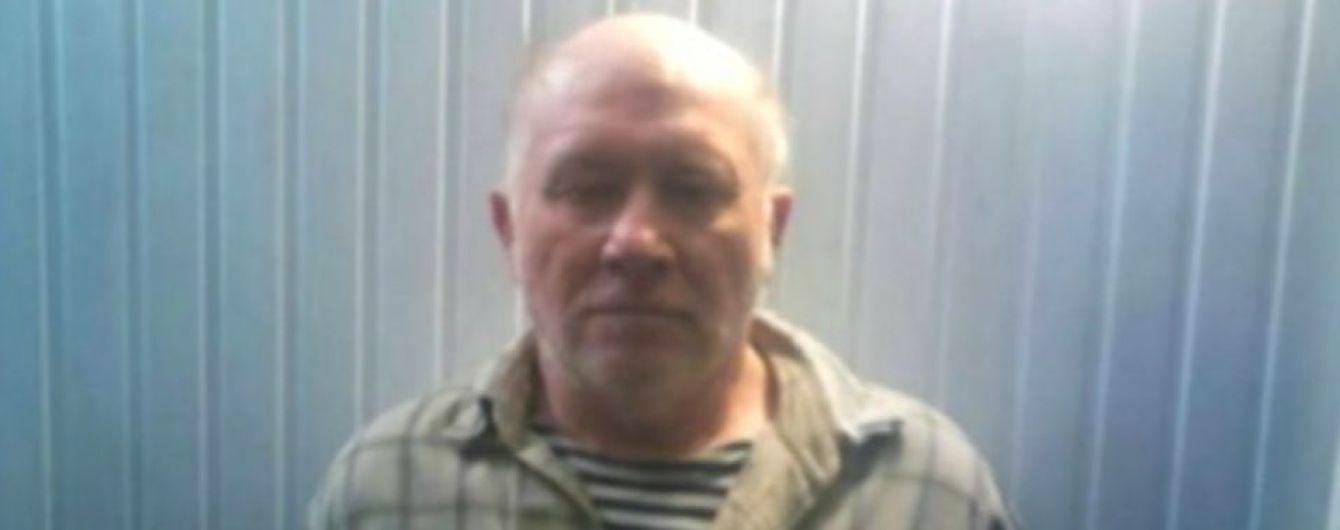 Террористам во время обмена заложниками передали деда, который принес банку со взрывчаткой военным