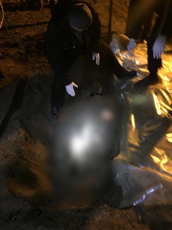 На Одещині у полі відкопали два трупи