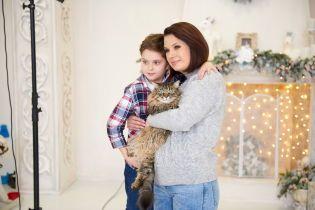 Алла Мазур показала підрослого сина та домашніх улюбленців у новорічній фотосесії