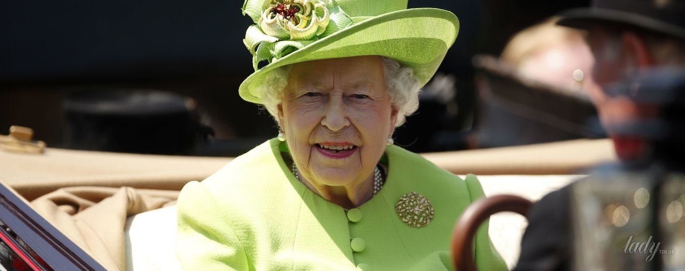 Скандал с королевскими бюстгальтерами: британский двор не любит болтунов