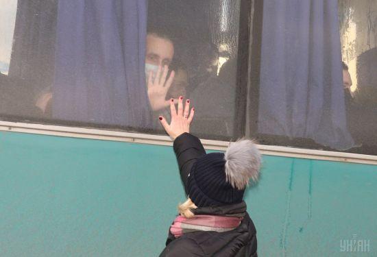 Застарілі травми голови та вибиті зуби. Геращенко повідомила про стан і лікування звільнених заручників