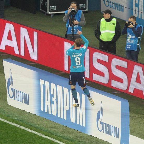 Російський футболіст насмішив фанатів своїми переможними танцями