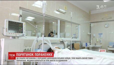 В больницы Днепра за сутки доставили восемь бойцов из зоны АТО