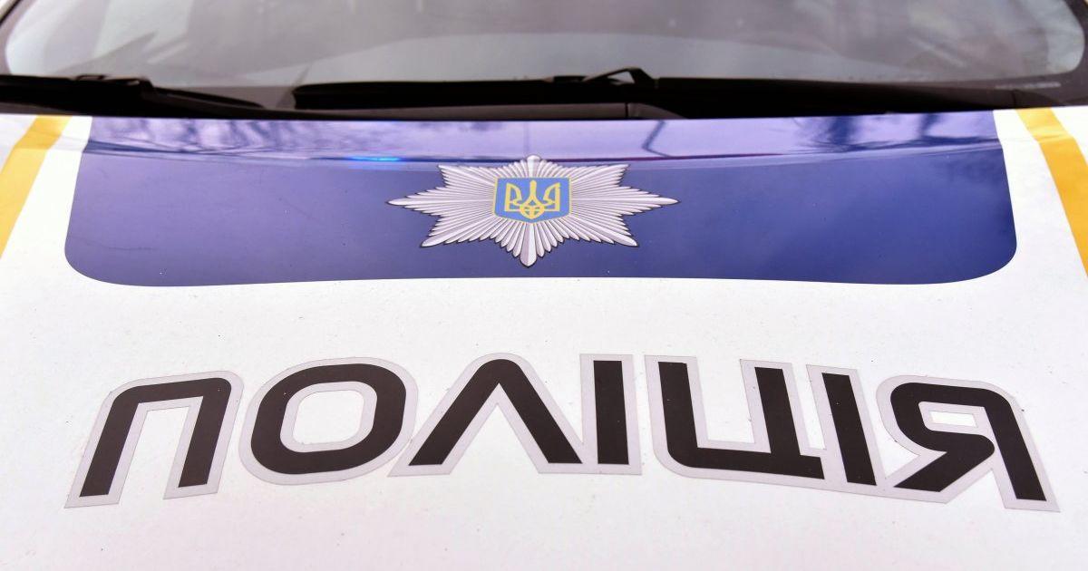 У селі Давидів Пустомитівського району Львівської області в салоні  автомобіля правоохоронці виявили тіло чоловіка без ознак життя. d04b5497d0cc1