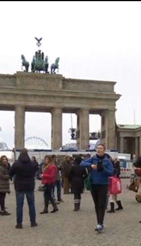 Підготовка до свят: у Берліні створять зони безпеки для жінок, а у Британії – мобільні витверезники
