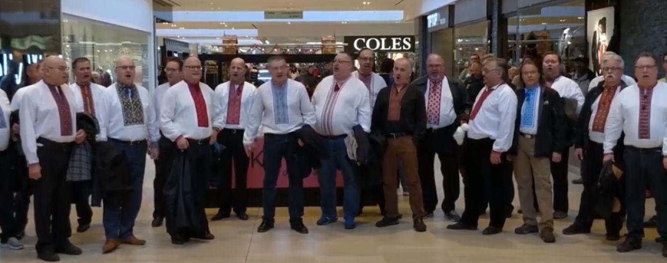 Відвідувачів торгівельного центру у Канаді причарувало виконання української колядки