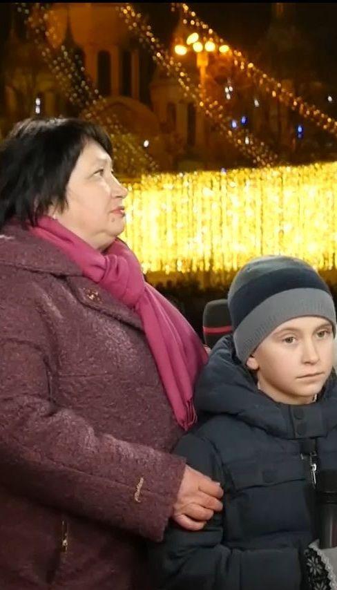Мама Героя Украины Евгения Лоскота и его сын Тарас поздравили Украину с наступающими праздниками