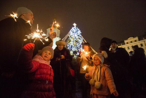 Селфи с шампанским и веселое настроение. Встреча Нового года в Киеве в фотографиях
