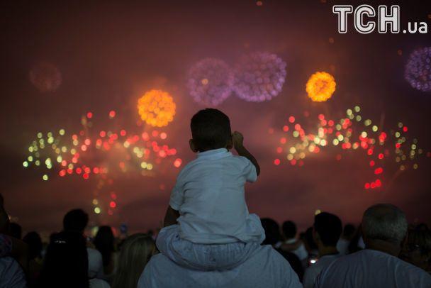 Праздник шагает по планете. Кто еще не встретил Новый год