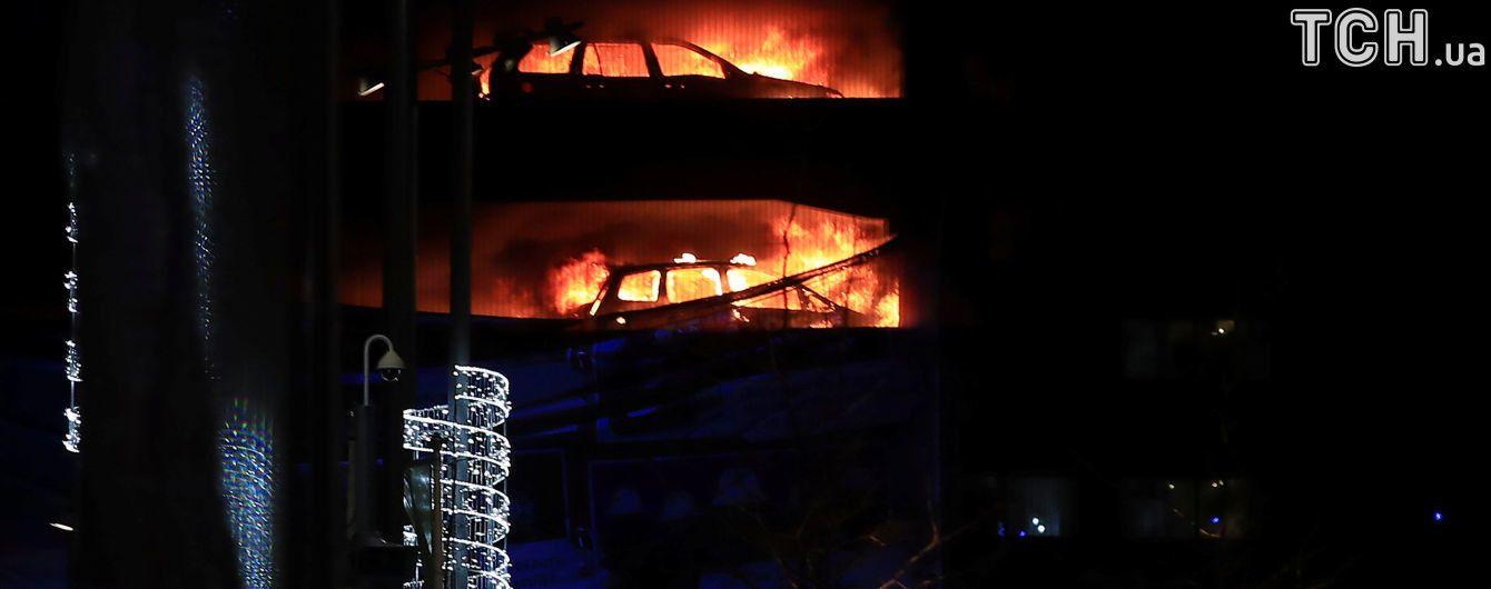 В Ливерпуле во время масштабного пожара сгорели 1400 автомобилей