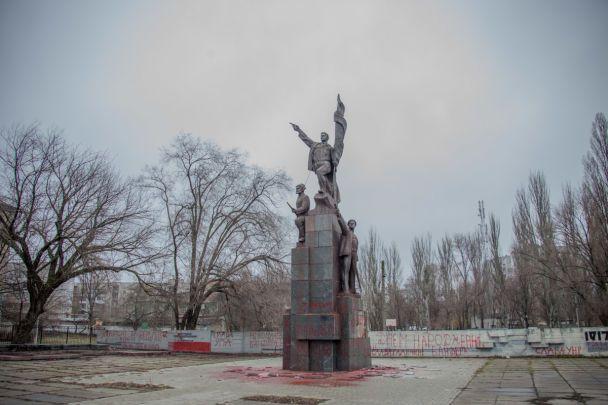 ВДнепре осквернили монумент  наместе захоронения участников революции