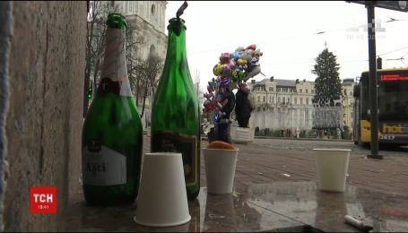 Зі столиці комунальники після новорічної ночі вивезли кілька тонн пляшок