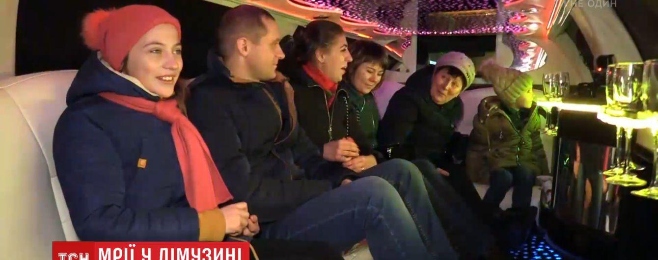 Новорічної ночі Києвом курсувало безкоштовне таксі від ТСН - білий лімузин