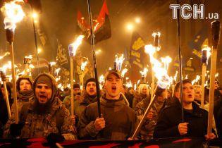 Під барабани та з вогнем смолоскипів. Як марширували у Києві до дня народження Бандери