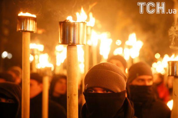 Под барабаны и с огнем факелов. Как маршировали в Киеве ко дню рождения Бандеры