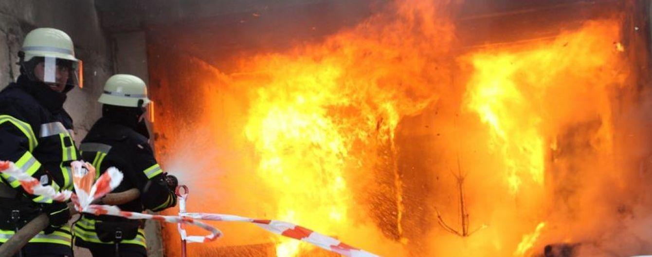 У Києві спалахнув підземний паркінг