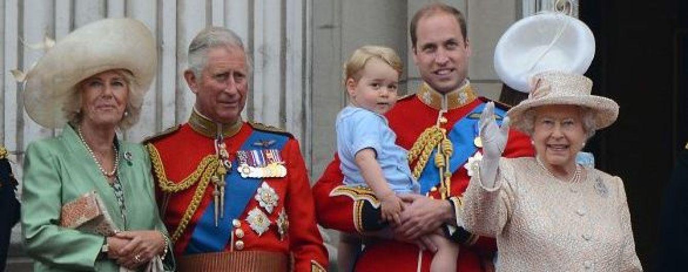 Кенсингтонский дворец опубликовал самые яркие снимки британской королевской семьи