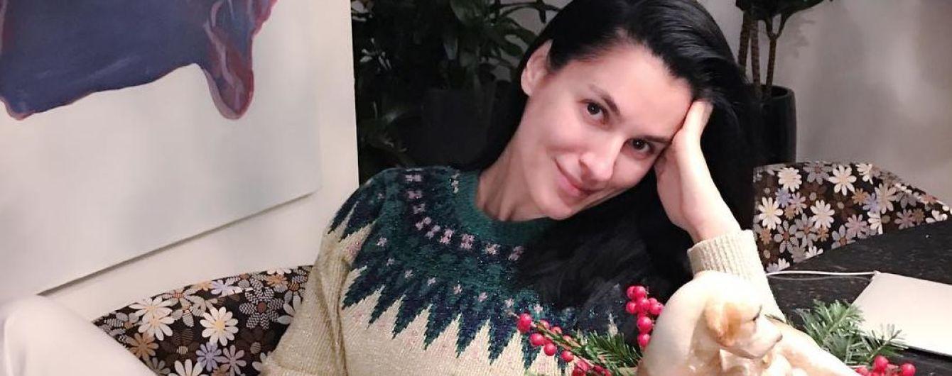 В новогоднем свитере и без макияжа: Маша Ефросинина поделилась праздничным фото