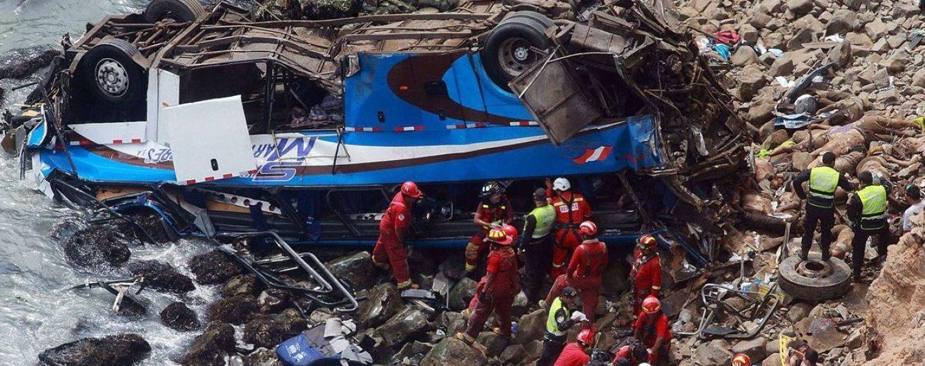 В Перу продолжает расти количество жертв автокатастрофы пассажирского автобуса