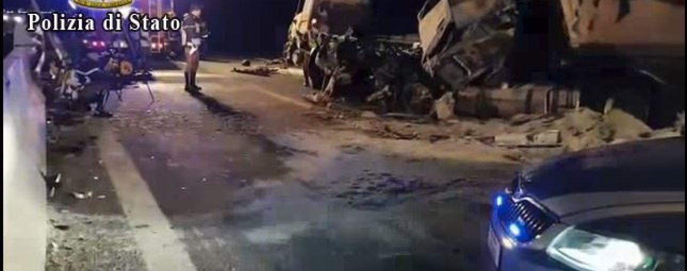 Шість людей загинули у масштабній ДТП з бензовозом в Італії