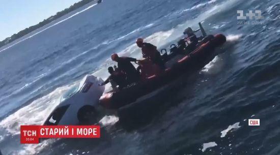 89-річний американець випадково заїхав у море на автівці і став зіркою Мережі