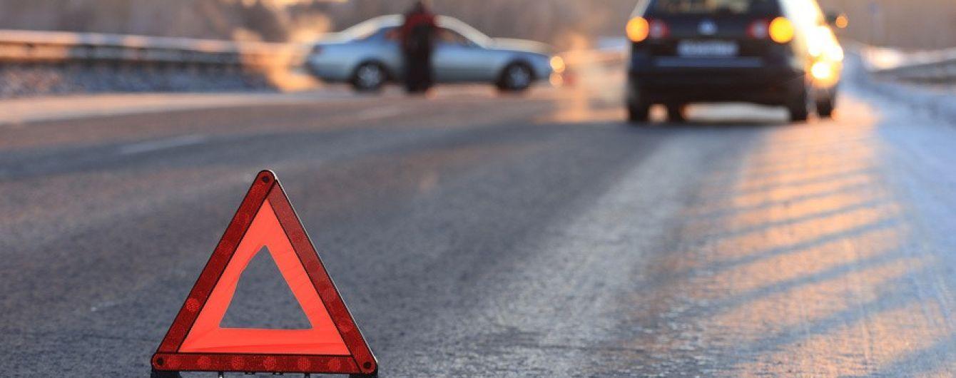 Опрокинул Chery и упал на газон: в Киеве из-за ДТП пострадал водитель