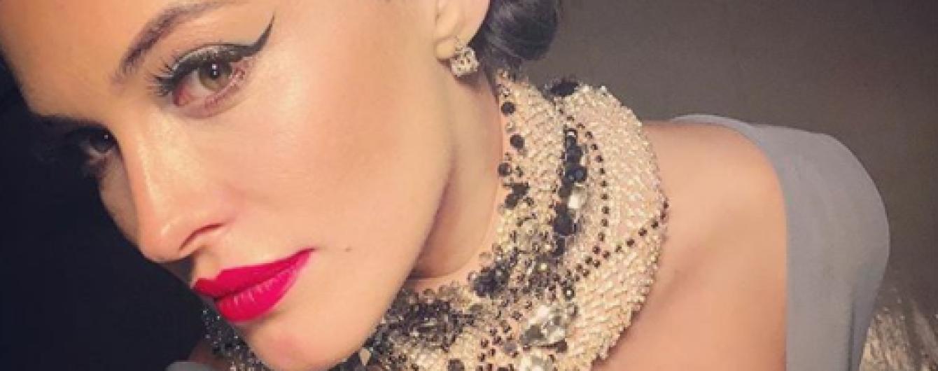 Смелое декольте и роскошное украшение: сексуальный образ Даши Астафьевой