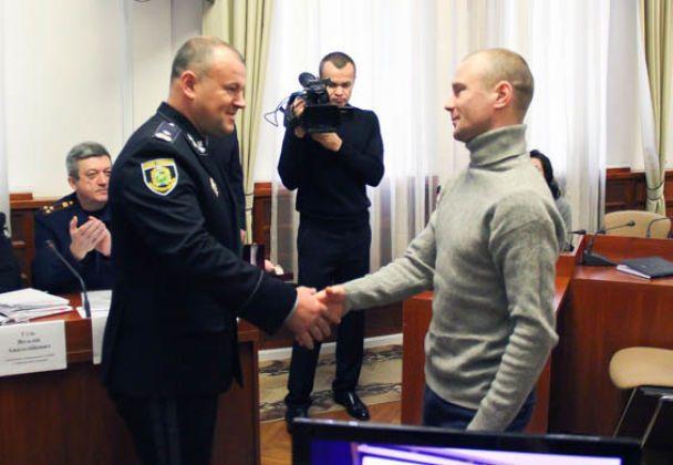 """У Харкові нагородили громадян, які допомогли звільнити заручників у відділенні """"Укрпошти"""""""