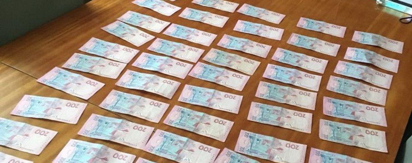 В Киеве поймали на взятке работника исполнительной службы