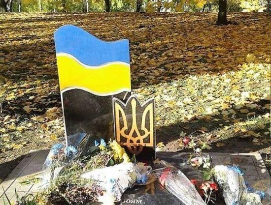 На Житомирщине похоронили загадочно погибшего бойца АТО, который якобы выстрелил себе в голову