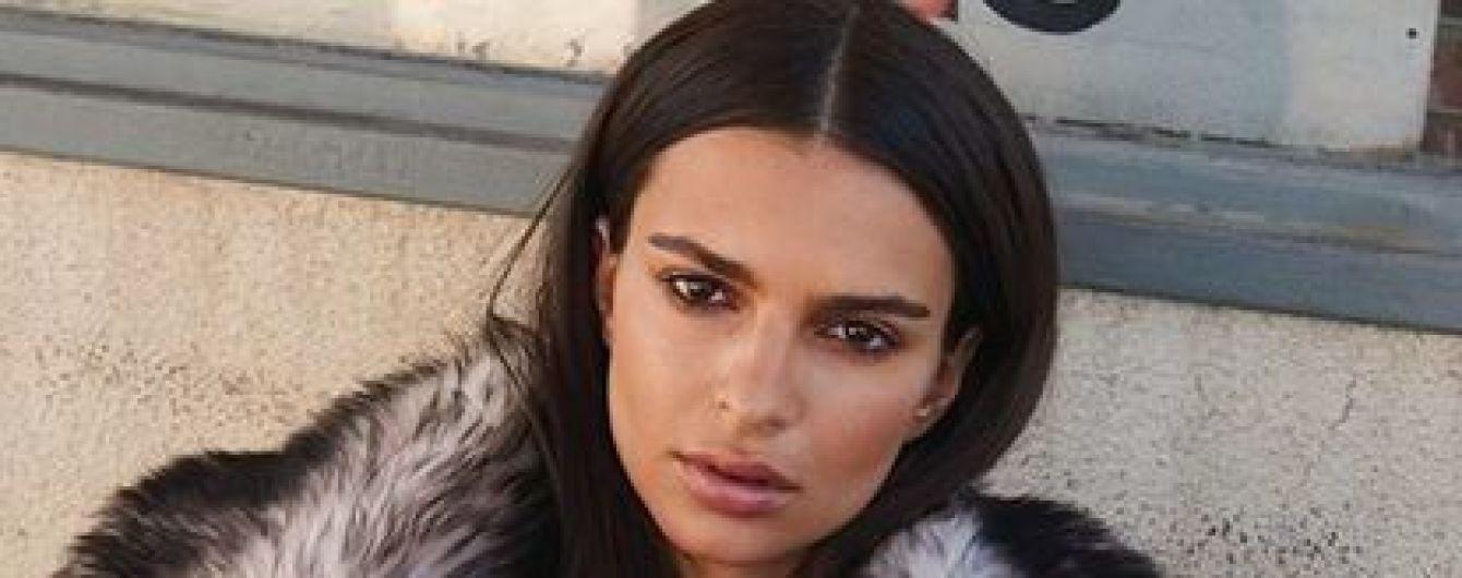 Эмили Ратажковски в платье от Louis Vuitton украсила обложку глянца