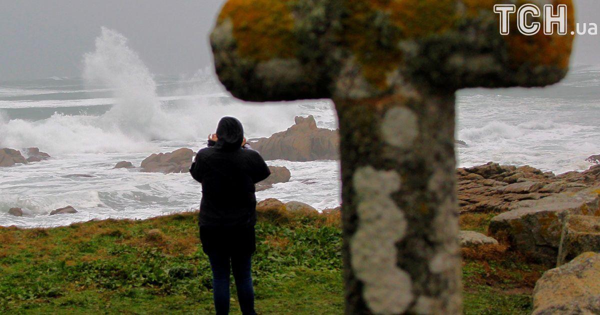 Стихия с женским именем: Европу атаковал шторм Элеонора