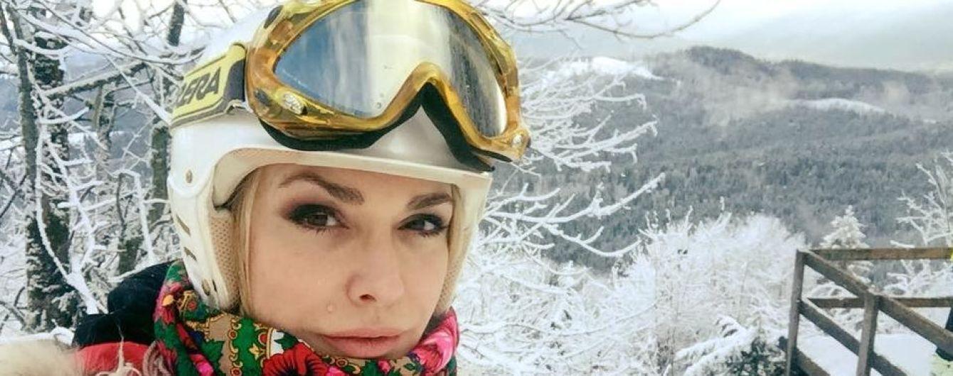 В лыжном шлеме и в украинском платке: Ольга Сумская показала, как отдыхает в Буковеле