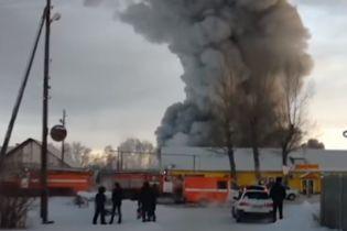 В ужасном пожаре на фабрике под Новосибирском погибло десять человек, среди которых иностранцы