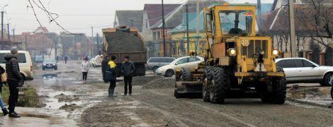 Юристи пояснили, як отримати компенсацію за пошкоджене через погану дорогу авто