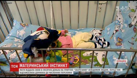 На Київщині мати покинула побите немовля, а через три роки вирішила повернути