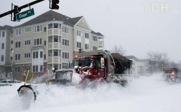 """Сніговий шторм """"бомбардує"""" США: рекордні морози та майже два десятки загиблих"""