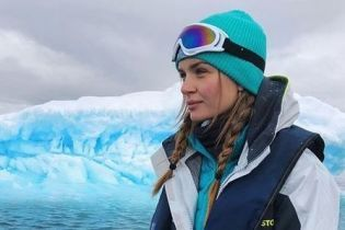 Выглядит впечатляюще: Жозефин Скривер сфотографировалась на фоне айсберга в Антарктике
