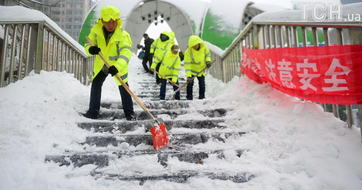 У Китаї захурделило: потужні снігопади зруйнували дві сотні будинків, 10 людей загинули