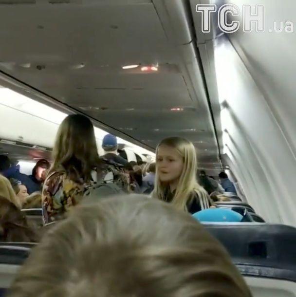 В аэропорту Торонто столкнулись два самолета, после чего один из них загорелся