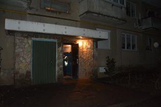 У Мукачеві вночі в під'їзді будинку зарізали чоловіка