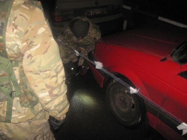 На границе с Россией служебная собака обнаружила авто с гранатами